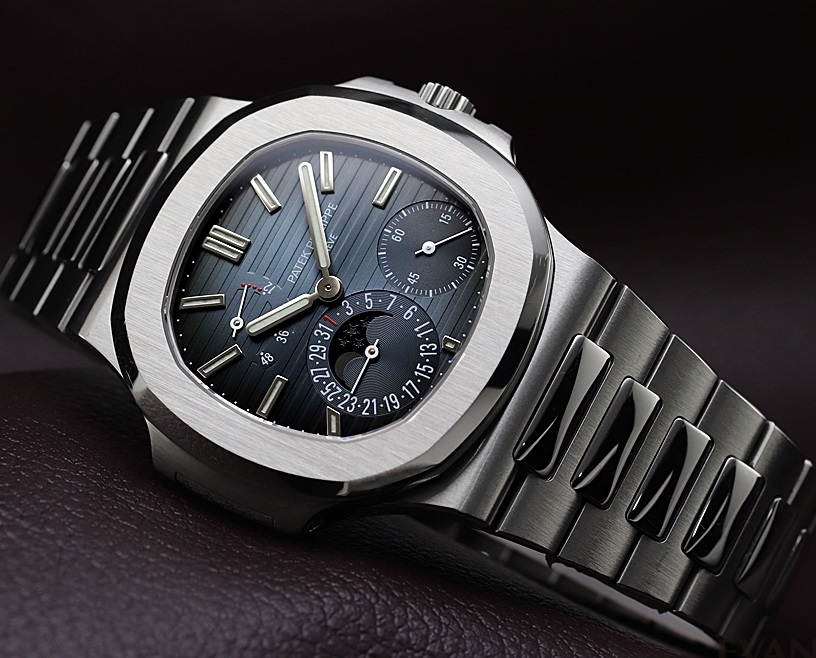 replica-patek-philippe-nautilus-moonphase-5712